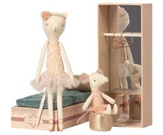 "Maileg Kuscheltiere Katze und Maus Ballerina im Schuhkarton | by Schmatzepuffer® ""personalisierbar"" online kaufen Pottery Barn Kids, Cosy Bed, Bolster Cushions, Dancing Cat, Miss Kitty, Gift Wrapping Services, Cat Mouse, Dance With You, Plushies"