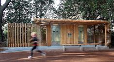 Public Toilets in the Tête d'Or Park / Jacky Suchail Architecte - banheiro publico