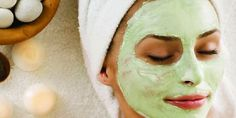 Gesichtsmaske mit Gurke selber machen - Rezept und Anleitung Face mask recipes to make yourself: It's so easy to make a face mask with cucumber yourself . Aloe On Face, Aloe Vera Face Mask, Spa Facial, Facial Massage, Facial Masks, Natural Face Pack, Natural Skin, Homemade Face Masks, Diy Face Mask