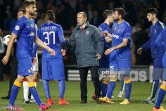 Head coach of Monaco Leonardo Jardim greets Roberto Pereyra of... ニュース写真 | Getty Images