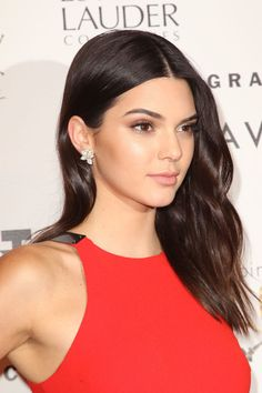 Kendall Jenner at the 2015 Fragrance Foundation Awards. http://beautyeditor.ca/2015/06/21/best-celebrity-beauty-looks-amandla-stenberg