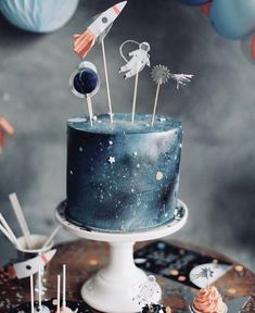 Two the moon birthday party cake Two the moon birthday party snacks Two the moon .Two the moon birthday party cake two the moon birthday party snacks two the moon birthday party food two the 2nd Birthday Party Themes, Birthday Party Outfits, Boy Birthday Parties, Birthday Ideas, 4th Birthday, Bolo Rapunzel, Astronaut Party, Galaxy Cake, Moon Party