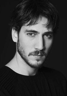 Alberto Ammann (October actor born in Argentina. Fat Disney Princesses, Daniel Bruhl, Grunge Guys, Johny Depp, First Novel, Mans World, Love Photos, Gorgeous Men, Pretty People