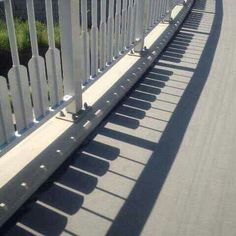 Take a look at this amazing Shadow Piano Illusion: Accidental or Intentional? Browse and enjoy our huge collection of optical illusions and mind-bending images and videos. Wal Art, Urbane Kunst, Creation Art, Shadow Art, Deco Design, Public Art, Architecture, Urban Art, Belle Photo