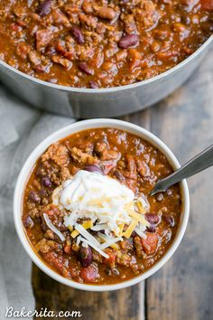 This recipe for My Best Chili is a major favorite around here! It's a hearty, warming chili made with ground beef, bacon, sausage, and just the right amount of kick. (ground beef recipes for dinner skillet) Beef Chili Recipe, Chilli Recipes, Bacon Recipes, Crockpot Recipes, Soup Recipes, Cooking Recipes, Healthy Recipes, Fall Recipes, Chili Recipe With Italian Sausage