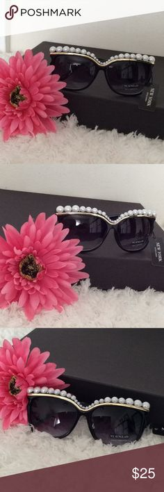 Women's Bling Sunglasses Super stylish Bling out Pearl Sunglasses. Glasses are brand new. Perfect for this upcoming Spring and Summer seasons. Accessories Sunglasses