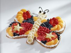 Fruit Butterfly - perfect for a children's tea party! This would go great with our Kid's Fruit and Herbal Tea. Butterfly Birthday Cakes, Butterfly Cakes, Butterflies, Cute Food, Good Food, Yummy Food, Dessert Sans Gluten, How To Eat Better, Food Humor