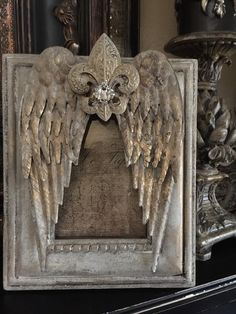 Beautiful Angel Wing Frame By PrettyBlingThings On Etsy ༻⚜༺ I love the Fleur de lis on it, but the frame could use more contrast. Diy Angel Wings, Diy And Crafts, Arts And Crafts, Craft Projects, Projects To Try, Iron Orchid Designs, Angel Art, Altered Art, Picture Frames