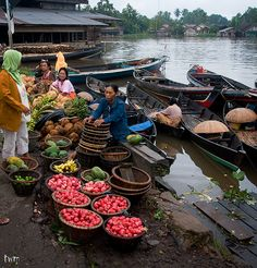 "Fruit Market, Banjarmasin.South Kalimantan - Indonesia. @ ""Pasar Buah"", Jalan Karya Tani, Banjarmasin Indonesia.  It was 6.30am and scenic to see such beautiful colors in a market. This is called ""Pasar Buah"" according to the Banjarese, as most of the trade here are fruits. Ranging from papaya to banana, oranges (jeruk) to pink guava and etc. Fresh vegetables and fishes can be found over here as well. Located at Jalan Karya Tani along the road side by Martapura River."