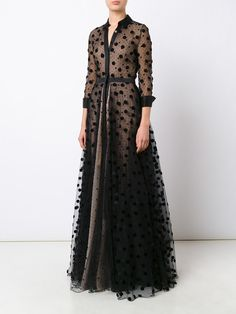You'll find a great selection of women's designer evening dresses at Farfetch. Search from over 2000 designers for your perfect designer evening dress Abaya Fashion, Muslim Fashion, Modest Fashion, Fashion Dresses, Denim Dresses, Ball Gown Dresses, Tulle Dress, Dress Up, Mode Abaya
