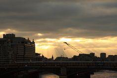 Das Bild Clouds in the City in London wurde von Christian Book im Jahr 2010 in London, United Kingdom aufgenommen. Es entstand mit einer Canon EOS 1000D und dem Objektiv Canon EF-S 17-85mm 4 - 5,6 IS USM.