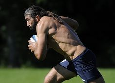 Chabal, don't be scared haha :) Rugby, a true sport for warriors !