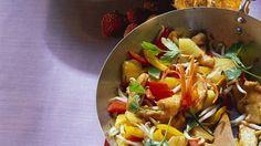 Lecker asiatisch: Hähnchen süßsauer aus dem Wok   http://eatsmarter.de/rezepte/haehnchen-suesssauer-aus-dem-wok