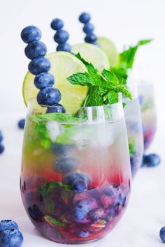 """Blueberry Mojito Royale: Still looking for that """"something blue?"""" Look no further than this yummy blueberry mojito. Summer Cocktails, Cocktail Drinks, Cocktail Recipes, Alcoholic Drinks, Beverages, Prosecco Cocktails, Healthy Cocktails, Signature Cocktail, Snacks Für Party"""