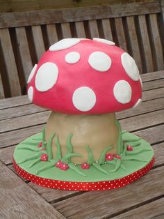 Toadstool cake for any occasion ever, or just for a cosy Thursday night. Fairy Birthday Party, Garden Birthday, Birthday Ideas, Birthday Cakes, Third Birthday, Forest Party, Forest Cake, Forest Theme, Toadstool Cake