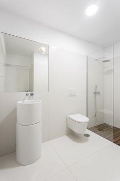 ma, Ivo Tavares Studio · House in Avanca Minimalist Bathroom Design, Bathroom Design Small, Small Bathrooms, Residential Architecture, Interior Architecture, Interior Design, Relaxing Bathroom, Concrete Design, Prefab Homes