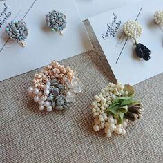 Bead Embroidery Jewelry, Fabric Jewelry, Beaded Embroidery, Jewelry Design Earrings, Beaded Earrings, Kurti Embroidery Design, Fabric Brooch, Baubles And Beads, Handmade Beaded Jewelry