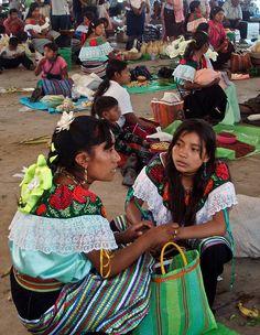 Market - Tianguis de Ocosingo, Chiapas, Mexico - photo by Lon&Queta