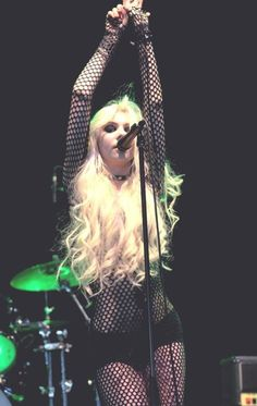 Find images and videos about grunge, Taylor Momsen and the pretty reckless on We Heart It - the app to get lost in what you love. Taylor Momsen Style, Taylor Michel Momsen, Taylor Momson, Taylor Swift, Rainha Do Rock, Gossip Girl Fashion, Gossip Girls, Women Of Rock, Chuck Bass