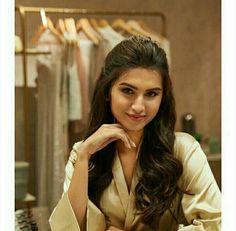 Beautiful Bollywood Actress, Beautiful Indian Actress, Bollywood Stars, Bollywood Fashion, Latest Bridal Mehndi Designs, Indian Actress Gallery, Celebrity Wallpapers, Girl Photography Poses, Bollywood Celebrities