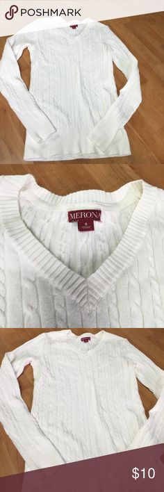 Small cream/off white knitted top Super cute. Great condition. Cute for those spring or summer nights. Any questions please ask 😍😍 Merona Tops Tees - Long Sleeve