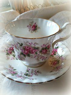"Tea - Royal Albert ""Lavender Rose"" tea cup - staat in mijn kast"