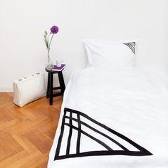 """Bettwäsche-Set """"Geometric"""", Bettwäsche, Bettbezug, Kissen, Kissenbezug, Bett, schwarz weiß, black and white. bedlinen, geometrisch, symetrisch, geometric, Dreieck"""