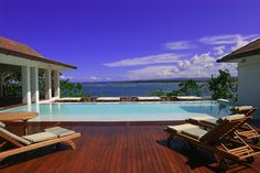 Roof top infinity pool, bar and jacuzzis at Casa Colonial. Is there a better way to spend the day??