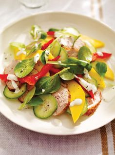 Mango, Bell Pepper and Pork Salad Ricardo Rezepte: Mango, Paprika und Schweinefleisch-Salat Pork Salad, Ricardo Recipe, Mango Salad, Caprese Salad, Pork Recipes, Lettuce, Quinoa, Cucumber, Salads