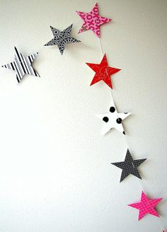 Star garland (thinking the fourth of July) Noel Christmas, Christmas Crafts, Christmas Decorations, Christmas Garlands, Bunting Garland, Star Garland, Star Banner, Buntings, Twinkle Twinkle Little Star