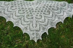 A Russian version of this shawl is included.
