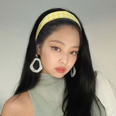 Blackpink Jennie, Blackpink Jisoo, Twitter Layouts, Grunge Hair, Aesthetic Girl, Rose Icon, Aesthetic Pictures, Rose Video, Korean Girl Groups