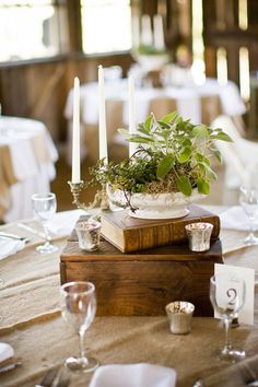 47 Super ideas for vintage wedding reception decorations rustic chic chandeliers Wedding Book, Chic Wedding, Wedding Table, Book Centerpieces, Wedding Centerpieces, Centerpiece Ideas, White Centerpiece, Deco Table, A Table