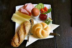 Offen am Sonntag: Frühstücken in der Josefstadt   STADTBEKANNT   Das Wiener Online Magazin Smoking Causes, The Make, Turkey, Vienna, Breakfast Ideas, Food, Sunday, Peru, Meal