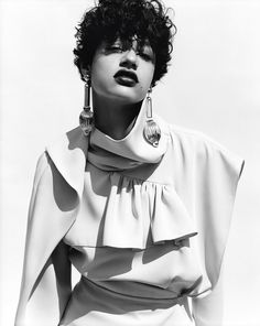 With her short hair, gorgeous smile and luscious lips, the down-to-earth Dutch beauty, Damaris Goddrie captured our hearts on the cover of our Birthday Issue. Meet the girl we've all fallen head over heels for. Short Curly Hair, Short Hair Cuts, Curly Hair Styles, Damaris Goddrie, Art Partner, Hair Tape, New Face, Editorial Fashion, Hair Inspiration