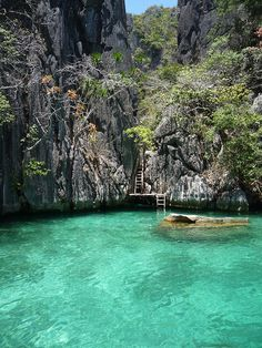 visitheworld:  The Secret Lagoon in El Nido, Palawan Islands, Philippines (by toumhi).