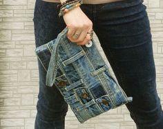 Denim Armband Kupplung Make-up kosmetische von BukiBuki auf Etsy Bracelet Denim, Denim Armband, Denim Crafts, Jean Crafts, Mochila Jeans, Japanese Knot Bag, Estilo Denim, Denim Ideas, Recycled Denim