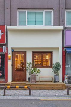 큐플레이스 :: 상가 인테리어 비교견적 서비스 Cafe Shop Design, Small Cafe Design, Cafe Interior Design, House Design, Small Store Design, Restaurant Interior Design, Modern Restaurant, Cafe Display, Wood Cafe