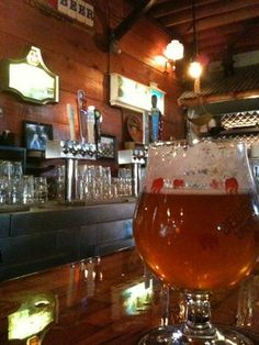 The Glendale Tap, 4227 San Fernando Rd Glendale, CA 91204 (52 taps, pool tables, craft beer from SoCal breweries like Noble Ale Works, Cismontane and Ballast Point) $$
