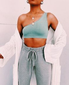Grey Skinny Joggers, Elegantes Outfit, Cute Comfy Outfits, Cute Lounge Outfits, Stylish Outfits, Outfit Trends, Mode Streetwear, Streetwear Fashion, Fashion Outfits