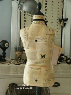Mannequin tapissé de journaux