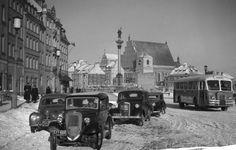 Ulica Krakowskie Przedmieście widziana w kierunku placu Zamkowego, lata 50 - te źr.wawalove.pl