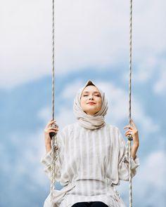 Image may contain: 1 person Hijab Style, Hijab Chic, Niqab Fashion, Muslim Fashion, Beautiful Muslim Women, Beautiful Hijab, Hijab Fashionista, Islamic Girl, Hijabi Girl