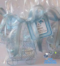 Lembrancinha mini carrinho de bebê com ursinho, perfeita para nascimento e chá de bebê.