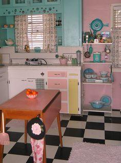 Love this vintage kitchen!  (source: www.flickr.com/photos/frankiezwife)