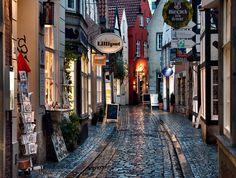 Rainy evening at Schnoor, Bremen | Germany (by Ari Salmela)