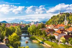 Liubliana, capital da Eslovênia, é considerada um dos destinos mais românticos do país. Não há quem ... - Shutterstock