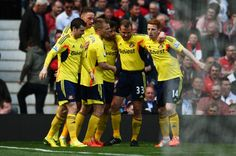 Sebastian Larsson of Sunderland is congratulated by teammates after... ニュース写真 487978285