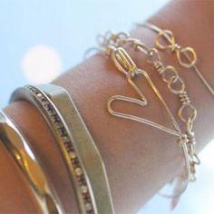 Heart Bracelet DIY {Bracelets and Bangles}   I want the heart bracelet its pretty