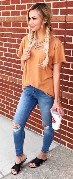 #spring #outfits Camel Tee + Ripped Skinny Jeans + Black Pumps🙌🏻
